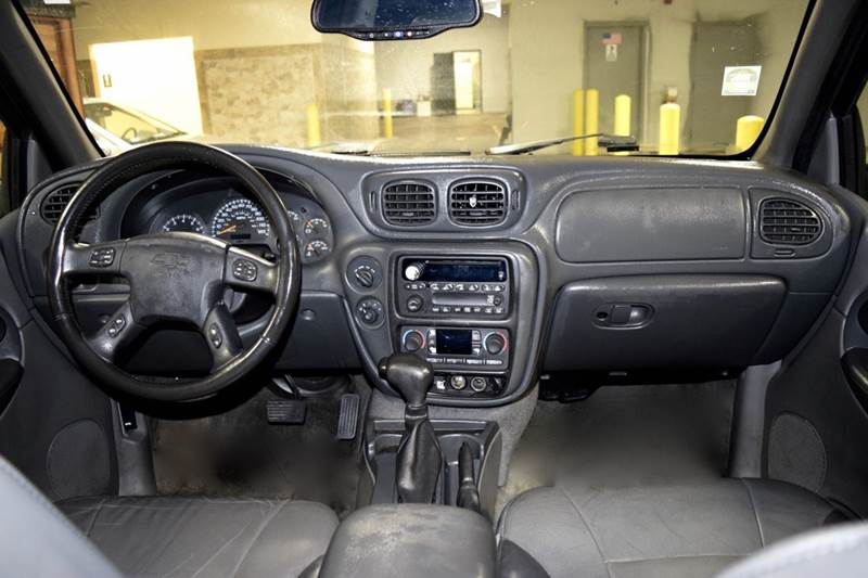 2004 Chevrolet TrailBlazer for sale at CRESTWOOD AUTO AUCTION in Crestwood IL