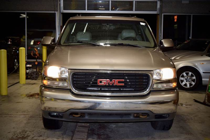 2001 GMC Yukon XL for sale at CRESTWOOD AUTO AUCTION in Crestwood IL