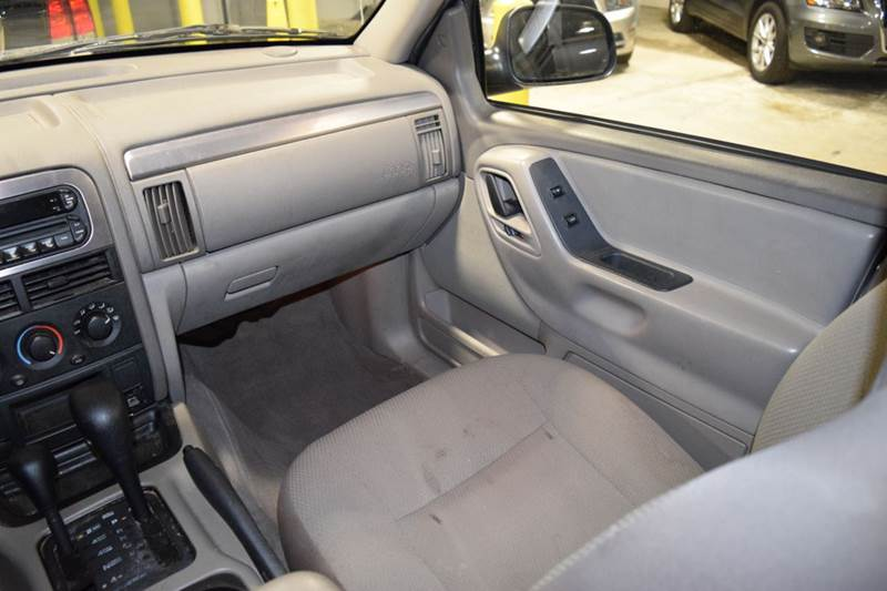 2004 Jeep Grand Cherokee for sale at CRESTWOOD AUTO AUCTION in Crestwood IL