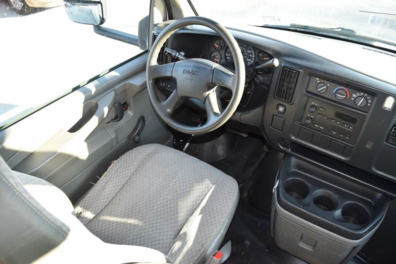 2006 GMC Savana Cutaway for sale at CRESTWOOD AUTO AUCTION in Crestwood IL