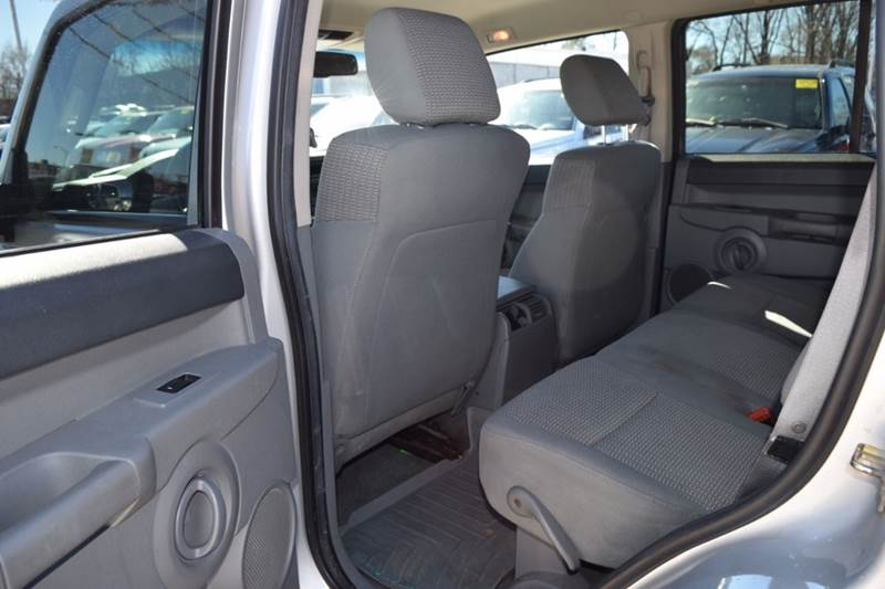 2006 Jeep Commander for sale at CRESTWOOD AUTO AUCTION in Crestwood IL