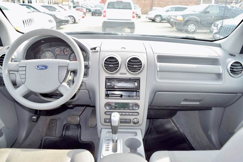 2006 Ford Freestyle for sale at CRESTWOOD AUTO AUCTION in Crestwood IL