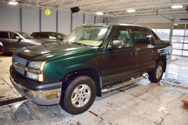 2004 Chevrolet Avalanche for sale at CRESTWOOD AUTO AUCTION in Crestwood IL