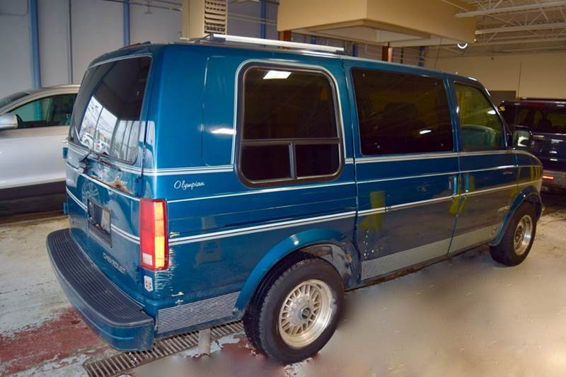 1998 Chevrolet Astro for sale at CRESTWOOD AUTO AUCTION in Crestwood IL