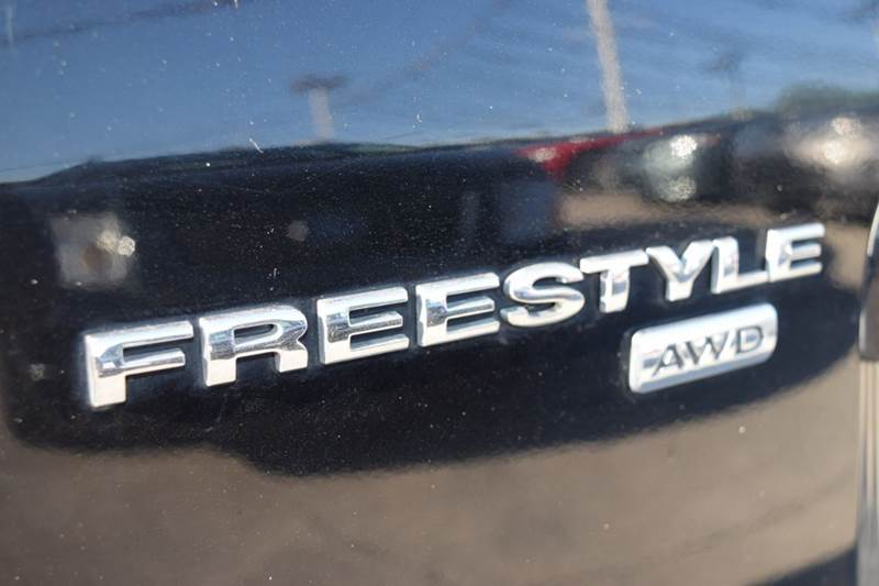 2005 Ford Freestyle for sale at CRESTWOOD AUTO AUCTION in Crestwood IL