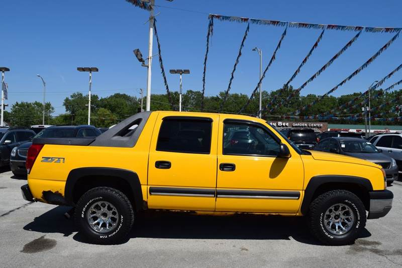 2003 Chevrolet Avalanche for sale at CRESTWOOD AUTO AUCTION in Crestwood IL