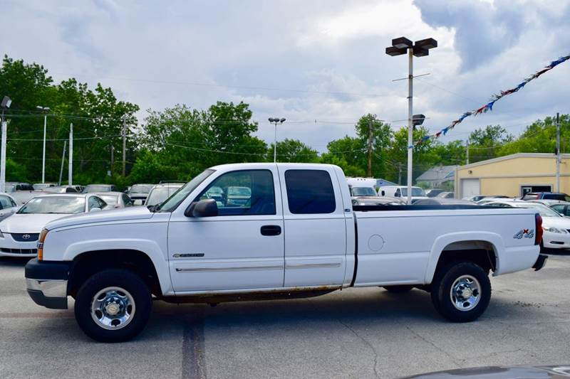 2004 Chevrolet Silverado 2500HD for sale at CRESTWOOD AUTO AUCTION in Crestwood IL