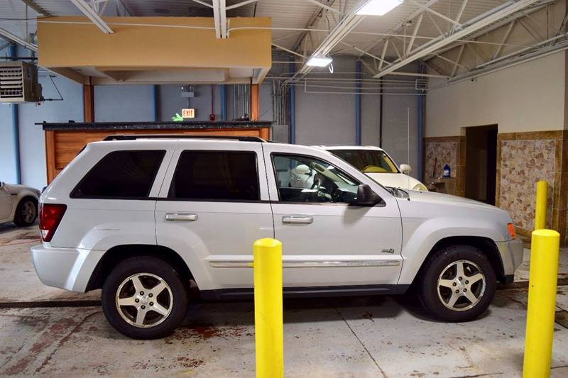 2006 Jeep Grand Cherokee for sale at CRESTWOOD AUTO AUCTION in Crestwood IL
