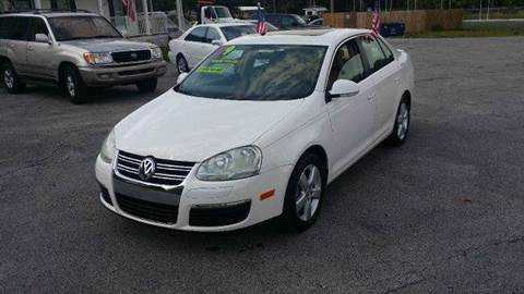2009 Volkswagen Jetta for sale at GOLDEN GATE AUTOMOTIVE,LLC in Zephyrhills FL