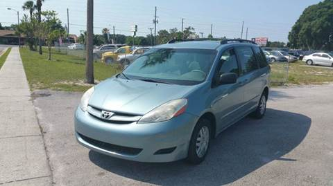 2007 Toyota Sienna for sale at GOLDEN GATE AUTOMOTIVE,LLC in Zephyrhills FL