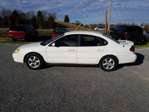 2001 Ford Taurus for sale at CAR-MART AUTO SALES in Maryville TN
