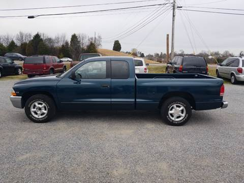 1998 Dodge Dakota for sale at CAR-MART AUTO SALES in Maryville TN