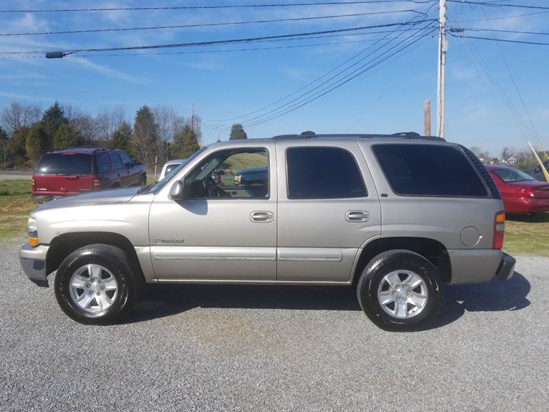 2002 Chevrolet Tahoe for sale at CAR-MART AUTO SALES in Maryville TN