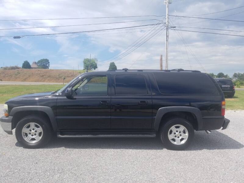 2003 Chevrolet Suburban for sale at CAR-MART AUTO SALES in Maryville TN