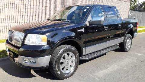 2006 Lincoln Mark LT for sale at G1 AUTO SALES II in Elizabeth NJ