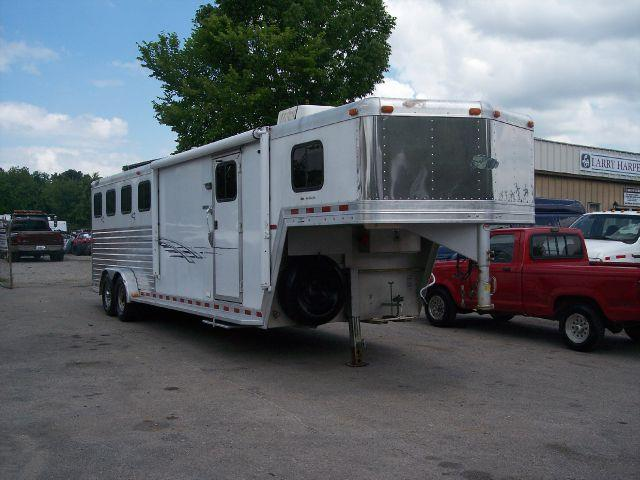 2003 dream coach  horse trailer
