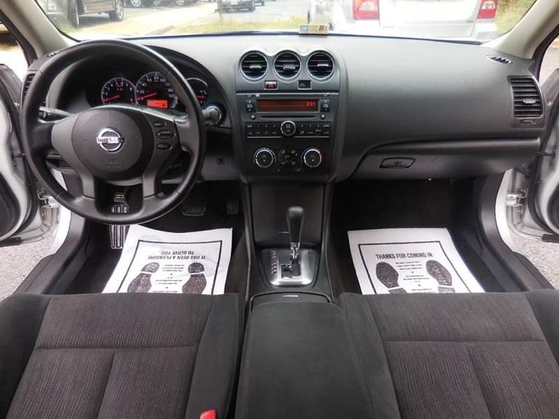 Click Image to Enlarge Nissan Altima 2012 Interior