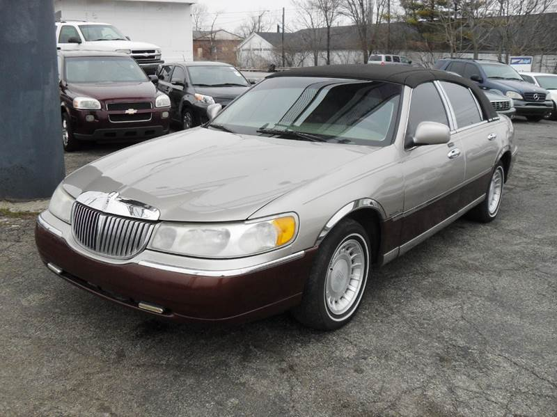 2001 lincoln town car executive 4dr sedan in indianapolis. Black Bedroom Furniture Sets. Home Design Ideas