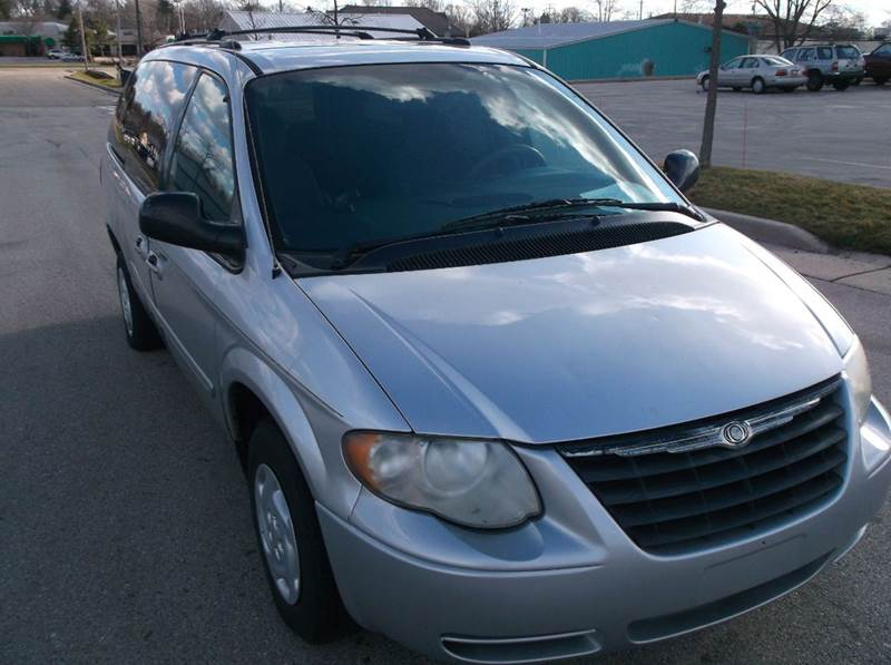 2005 Chrysler Town and Country LX 4dr Extended Mini-Van - Waukesha WI
