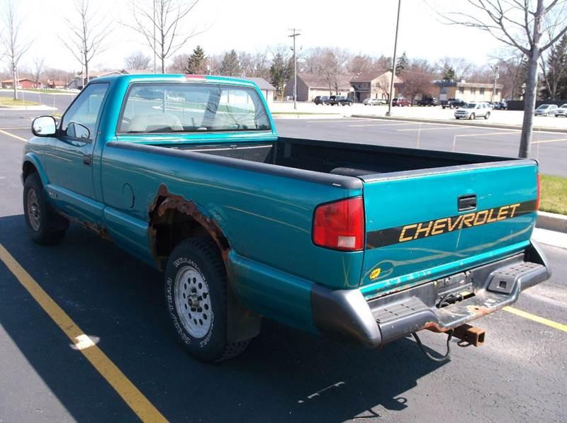 1995 Chevrolet S-10 2dr LS 4WD Standard Cab LB - Waukesha WI
