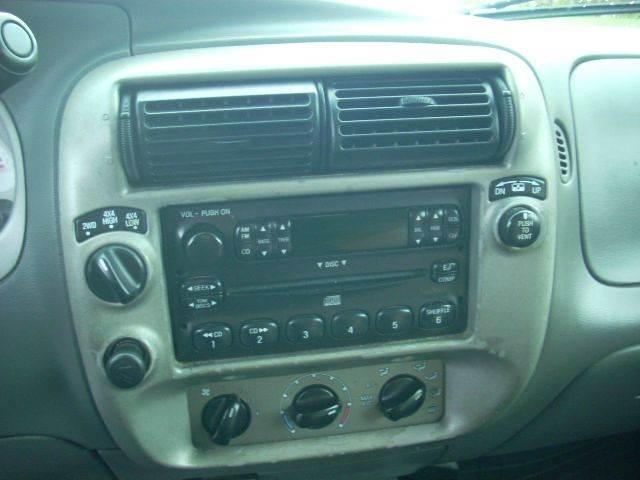 2004 Ford Explorer Sport Trac XLT 4dr 4WD Crew Cab SB - Newport RI