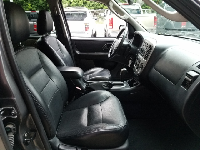 2005 Ford Escape AWD Limited 4dr SUV - Ravenna OH