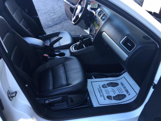 2013 Volkswagen Jetta SE PZEV 4dr Sedan 5M - Phillipsburg NJ