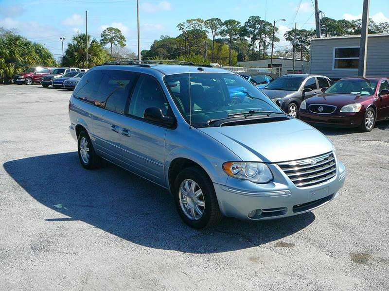 2005 chrysler town and country touring 4dr extended mini van in port richey fl friendly. Black Bedroom Furniture Sets. Home Design Ideas