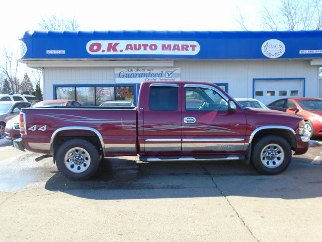 2005 GMC SIERRA 1500 SLE 4DR EXTENDED CAB 4WD SB burgandy one owner  low mile autocheck score