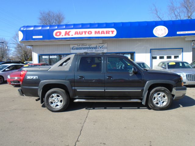 2005 CHEVROLET AVALANCHE 1500 Z71 4DR CREW CAB 4WD black z71  leather  sunroof   autocheck