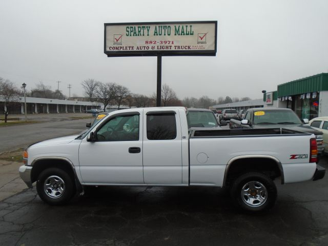2001 GMC SIERRA 1500 SLE 4DR EXTENDED CAB 4WD SB white low mile  autocheck score85  4wd