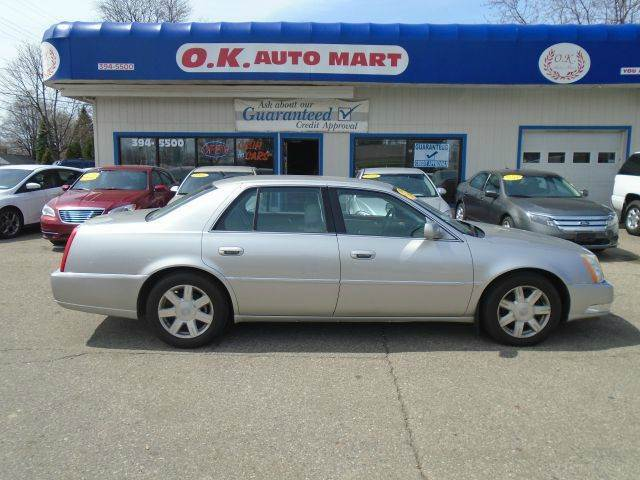 2007 CADILLAC DTS LUXURY I 4DR SEDAN silver low mile  leather loaded  must see there have b