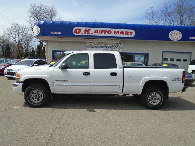 2004 GMC SIERRA 2500HD SLE 4DR CREW CAB 4WD SB white one owner  low mile  2500 hd autoche