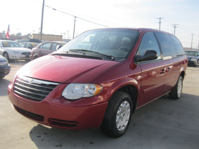 2006 Chrysler Town & Country LX - Roseville MI