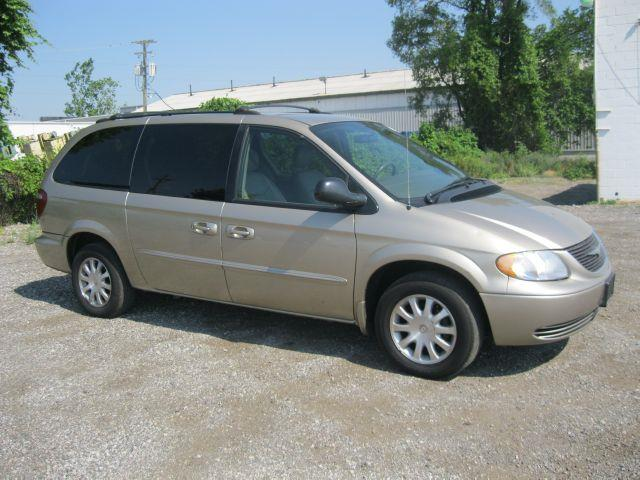 2003 Chrysler Town & Country EX - Roseville MI
