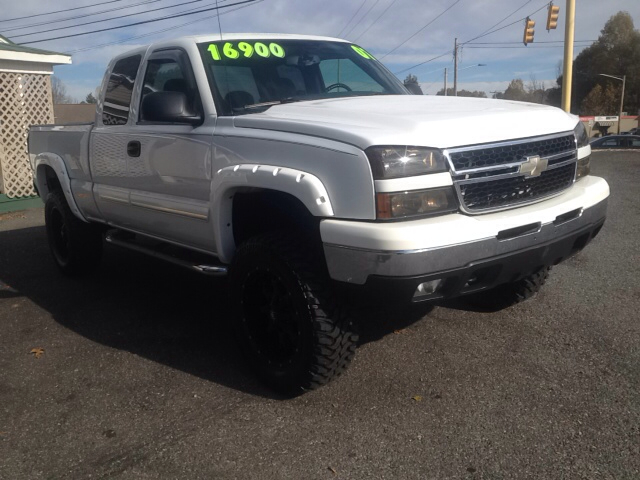 2007 chevrolet silverado 1500 classic lt1 4dr extended cab 4wd 6 5 ft sb for sale in newton. Black Bedroom Furniture Sets. Home Design Ideas
