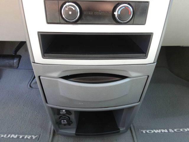 2010 Chrysler Town and Country Touring 4dr Mini-Van - Largo FL