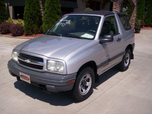 used 2002 chevrolet tracker base 2wd 2dr convertible suv in taylorsville nc at hoyle auto sales. Black Bedroom Furniture Sets. Home Design Ideas