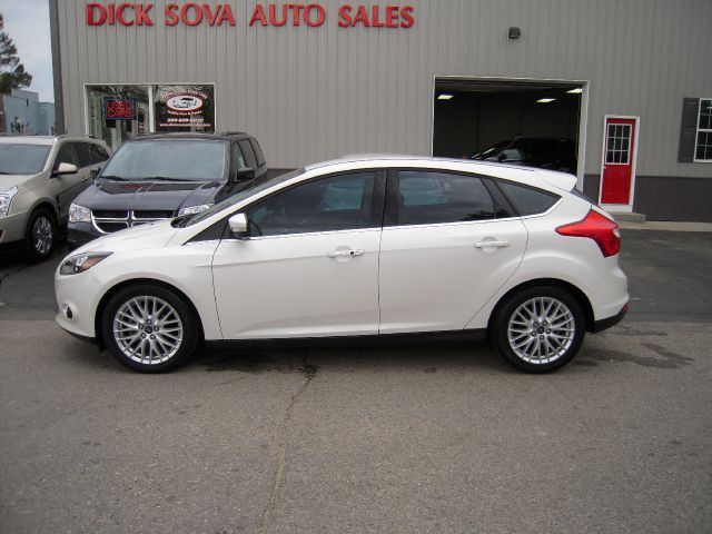 2013 ford focus titanium 4dr hatchback in shepherd. Black Bedroom Furniture Sets. Home Design Ideas
