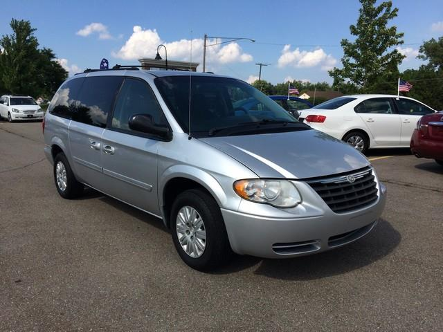 used 2005 chrysler town and country lx in sterling heights mi at m53 auto sales. Black Bedroom Furniture Sets. Home Design Ideas