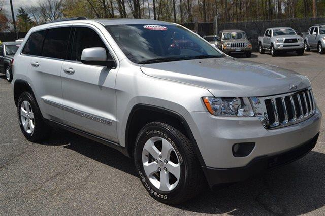 2011 JEEP GRAND CHEROKEE 4WD 4DR LAREDO 4X4 SUV bright silver metallic value priced below market