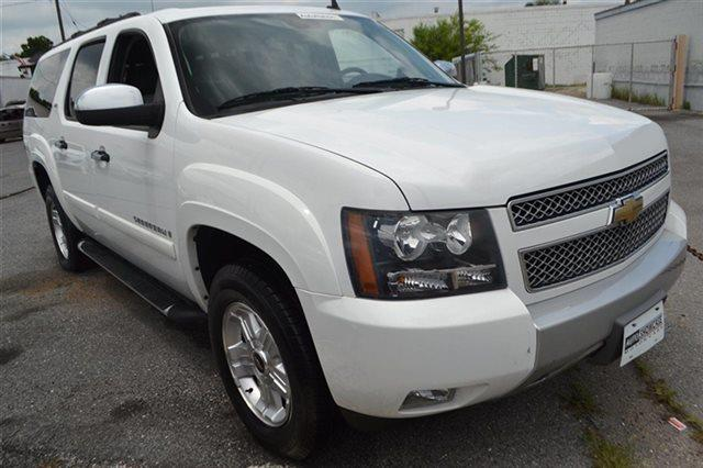 2008 CHEVROLET SUBURBAN - 4X4 summit white this 2008 chevrolet suburban lt with 3lt will sell f