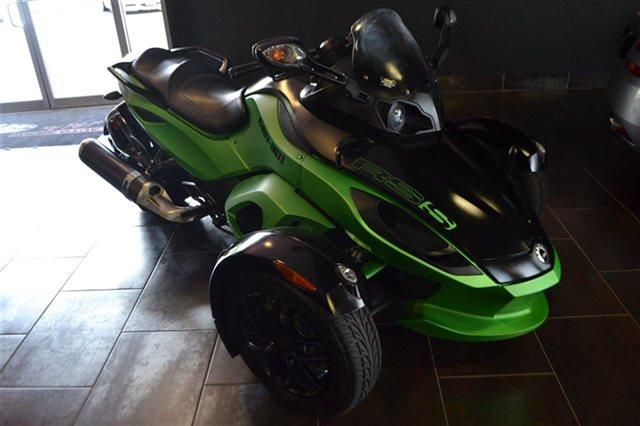 2012 CAN-AM SPYDER RSS - green this 2012 can-am spyder rss 2dr -  the vehicle is green with a bl
