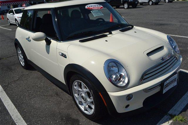 2006 MINI COOPER S 2DR HATCHBACK white this 2006 mini cooper hardtop 2dr 2dr coupe s features a 1