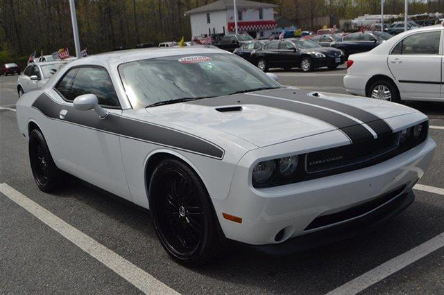2013 DODGE CHALLENGER SXT 2DR COUPE bright white priced below market this 2013 dodge challeng