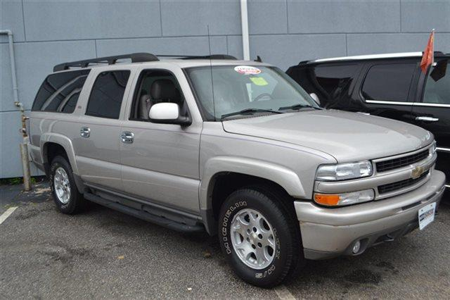 2006 CHEVROLET SUBURBAN - 4X4 silver birch metallic low miles this 2006 chevrolet suburban z71