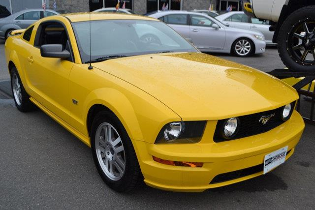 2005 FORD MUSTANG 2DR COUPE GT DELUXE yellow this 2005 ford mustang 2dr 2dr coupe gt deluxe featu