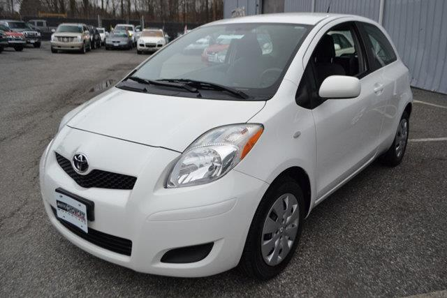 2010 TOYOTA YARIS BASE 2DR HATCHBACK 4A white this 2010 toyota yaris 2dr - features a 15l 4 cyli
