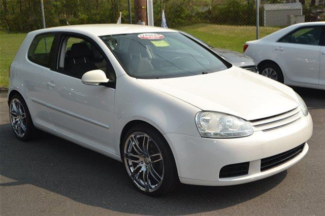 2009 VOLKSWAGEN RABBIT S 2DR HATCHBACK 5M candy white this 2009 volkswagen rabbit s will sell fas