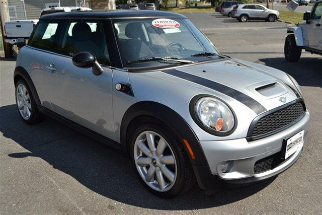 2008 MINI COOPER S 2DR HATCHBACK silver this 2008 mini cooper hardtop 2dr 2dr coupe s features a